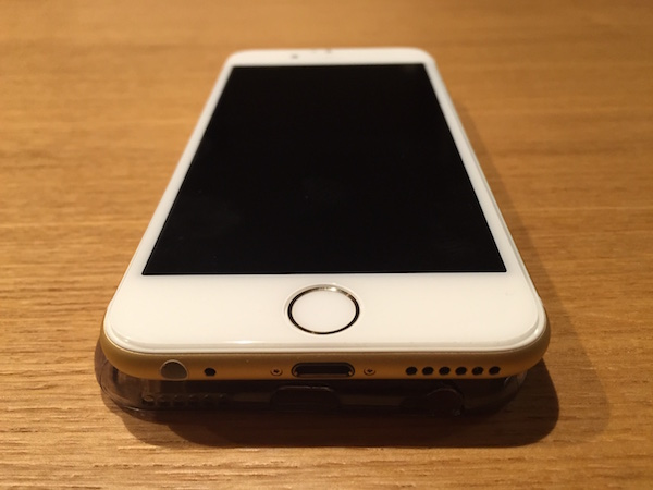 強化ガラスフィルムを貼ったiPhone6