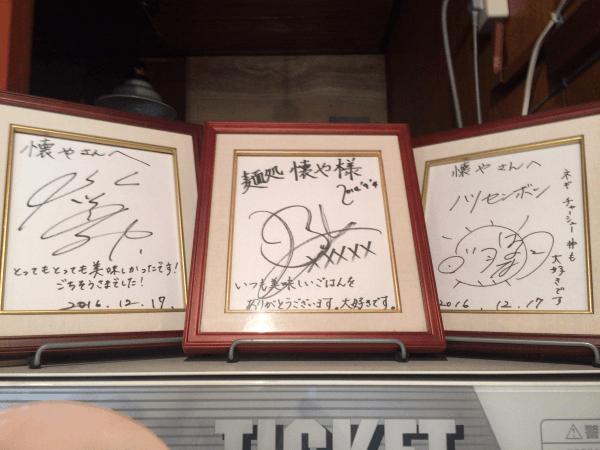自販機の上のサイン